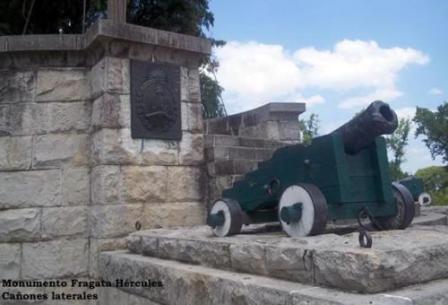 Mástil Naval - Monumento Fragata Hércules - Cañones laterales - Parque Ribera Sur - Villa Riachuelo