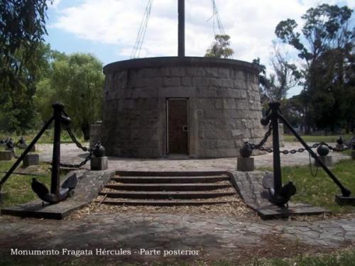 Mástil Naval - Monumento Fragata Hércules - parte posterior - Parque Ribera Sur - Villa Riachuelo