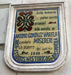 Placa de la Junta de Estudios Históricos
