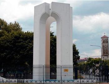 """Fuente """"Cuarto Centenario"""": Av. Udaondo y Av. del Libertador."""
