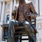 Samuel Morse: se encuentra en la plaza del Correo