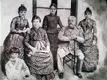 Don Florencio Emeterio Nuñez, nació en el año 1834 y falleció el 30 de Marzo del 1900, fue el fundador de los barrios de Saavedra y Nuñez