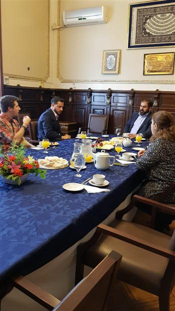 Tombolini visitó un centro islámico y otro que recuerda a las víctimasjudías del Holocausto