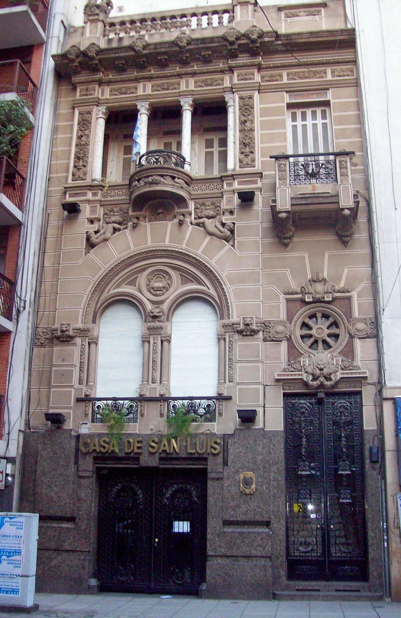 La Casa de San Luis en Buenos Aires Azcuénaga 1083-1087 en el barrio de Recoleta