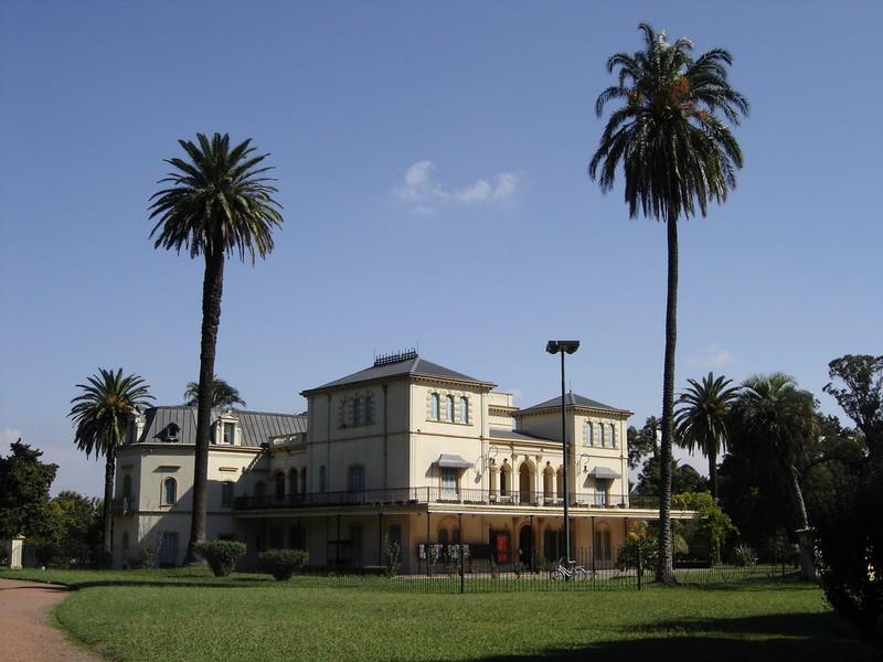 Casona de los Olivera en el Parque Avellanda