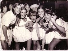 Olga Orsi con Norma y sus amigas en el Club Pinocho