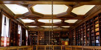 Parte alta de la Biblioteca Esteban Echeverría, situada en el piso principal del edificio.